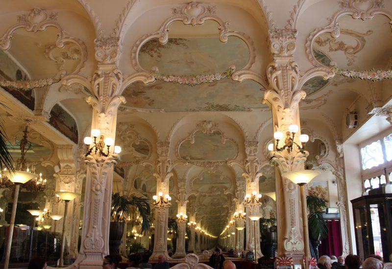 Moulins - le grand café - intérieur