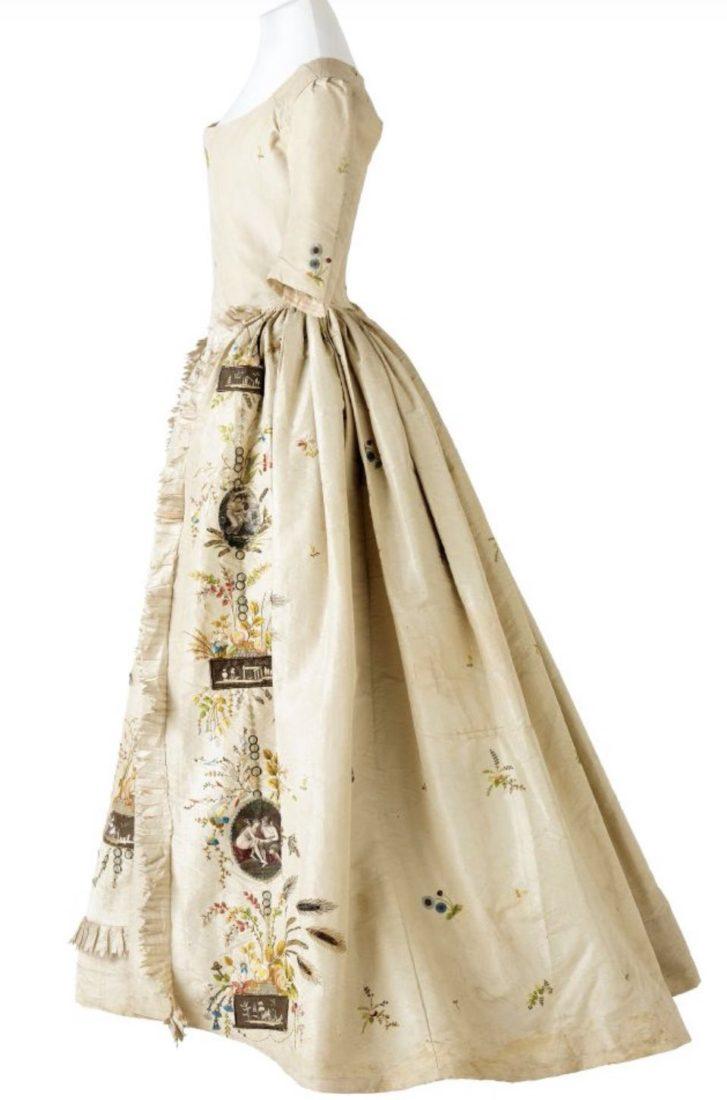 Robe à la française,(1715-1774). © musée des Tissus – Pierre Verrier