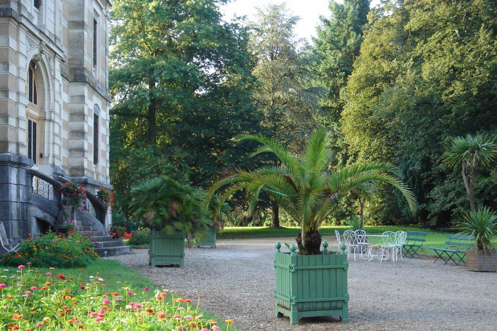 chateau-niii-Fleyriat - château et caisses en bois @ Crédits photographiques château de Fleurait