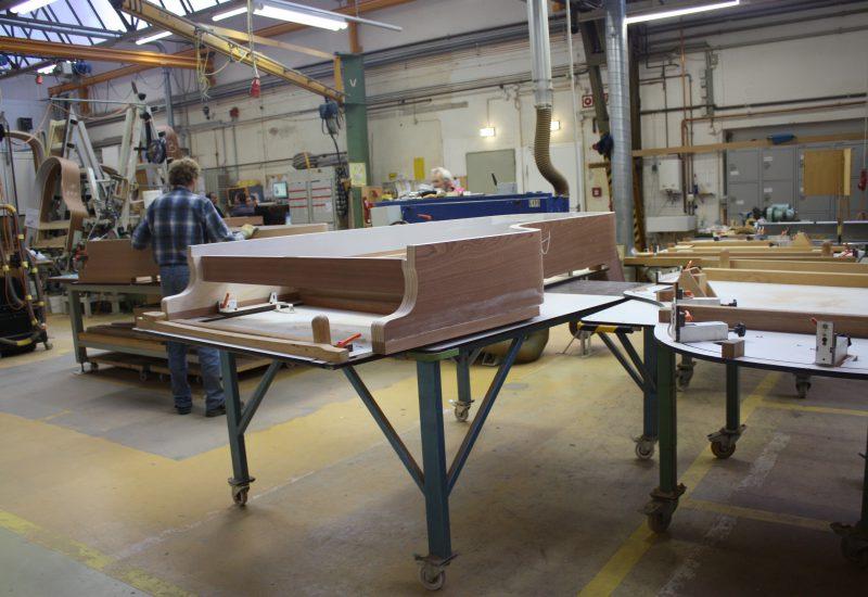 Fabrique Steinway Hambourg - tour du piano en bois