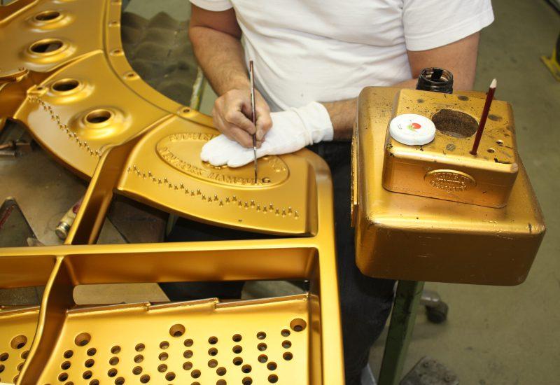 Fabrique Steinway Hambourg - signature à l'entre noire
