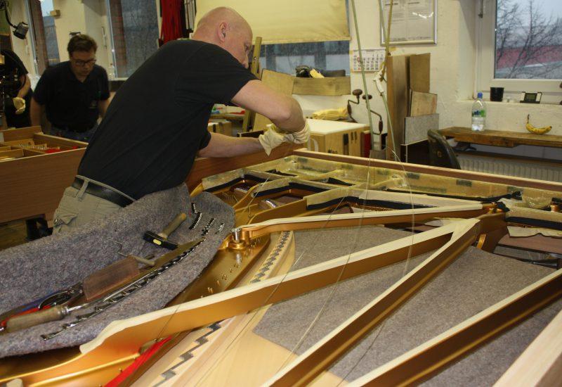 Fabrique Steinway Hambourg - serrage cordes