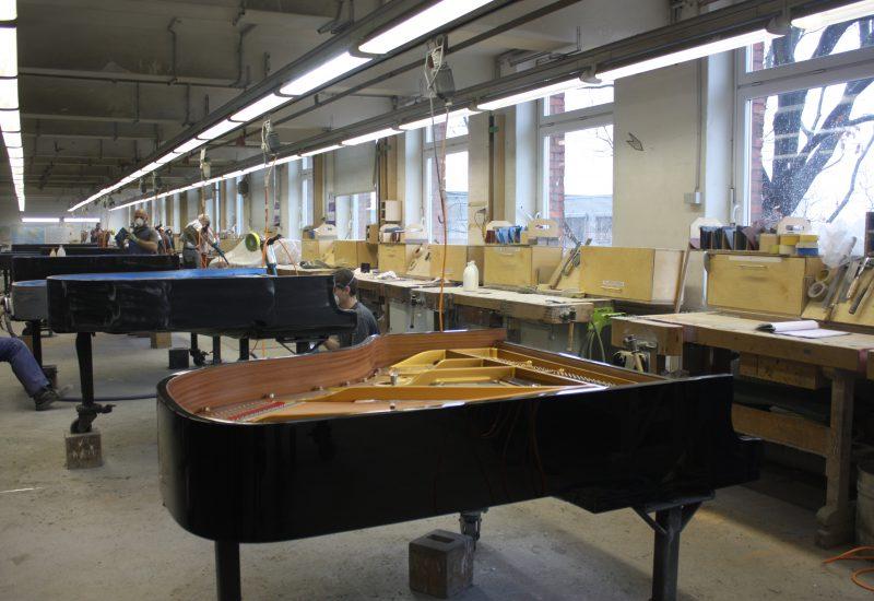 Fabrique Steinway Hambourg - piano en attente de finition