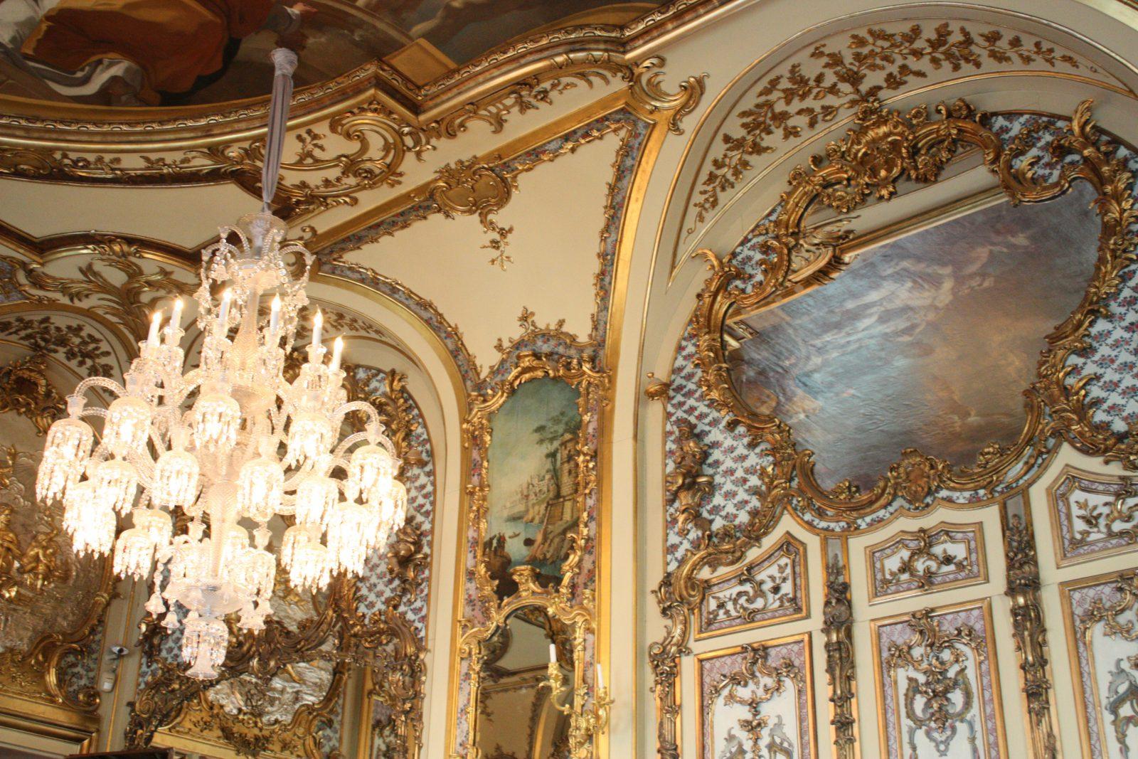 Le mus e baccarat paris extraordinaire crin de cristal for Salon baccarat