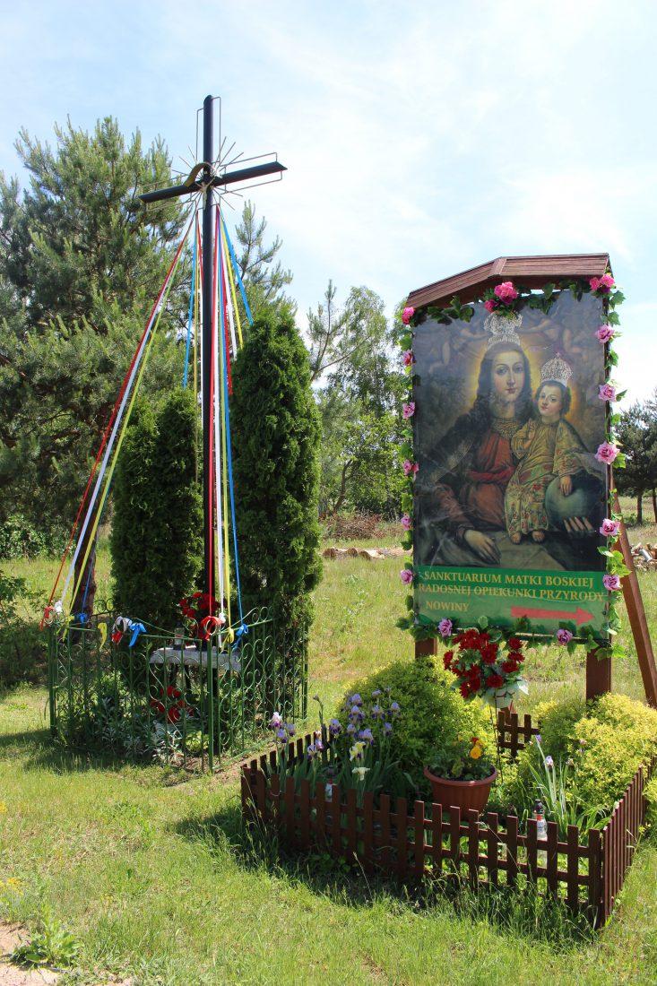 pologne autel à vierge marie au bord de la route