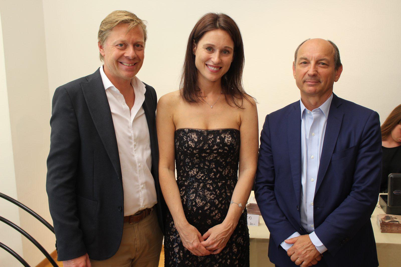 Irina Lankova en compagnie de Messieurs Olivier Mancassola, Directeur des «Editions Mancassola à Lausanne», et Olivier d'Agay, petit-neveu d'Antoine de Saint-Exupéry