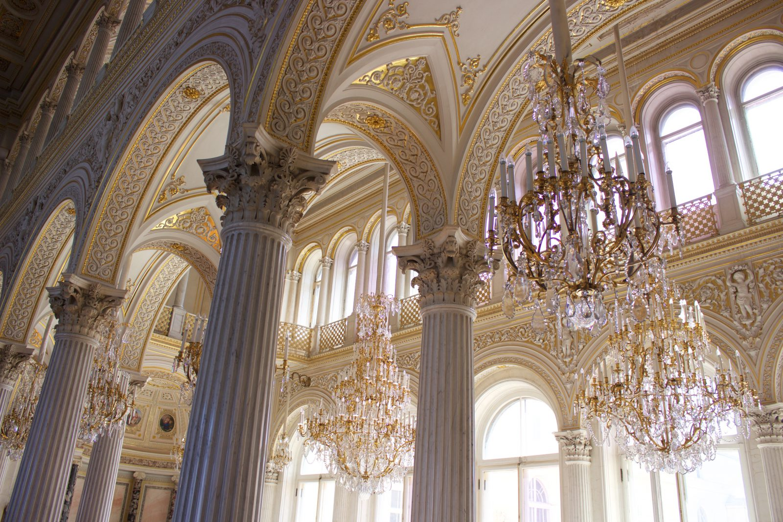 Saint Petersbourg Ermitage Lustres et dorures