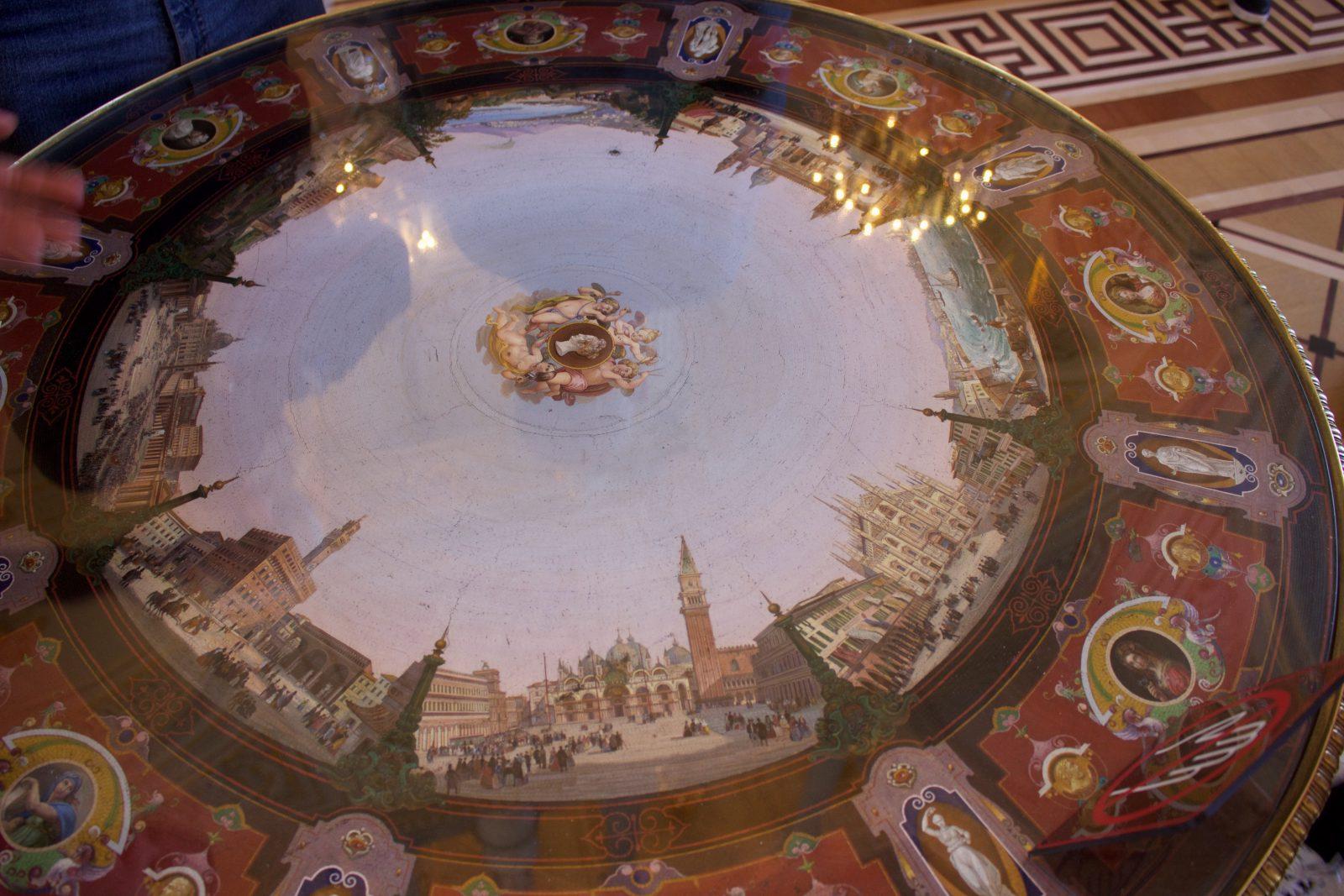 Saint Petersbourg Ermitage dessus de table