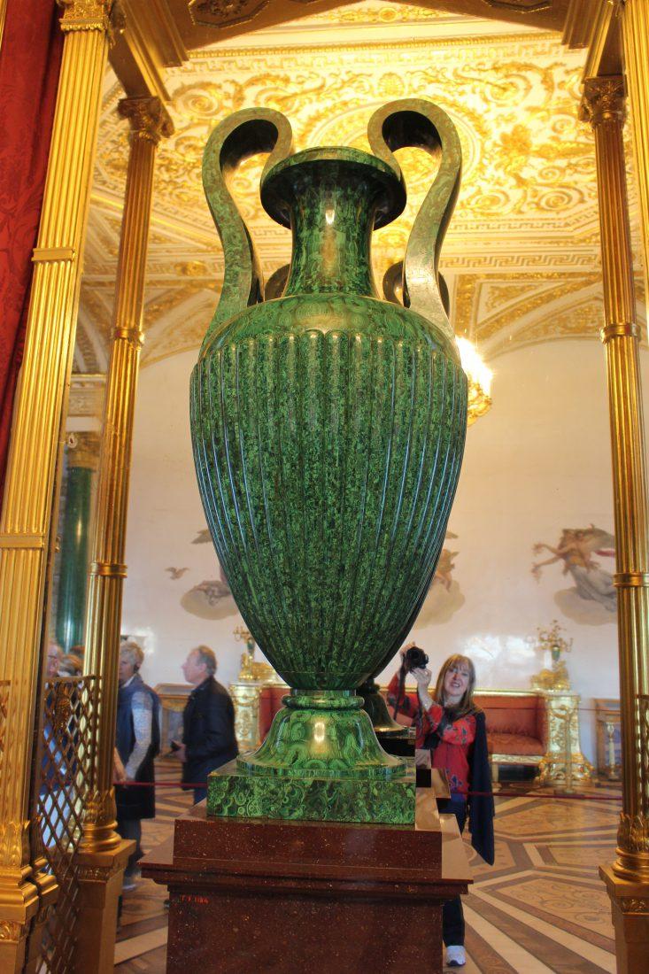 Saint Petersbourg Ermitage Vase en malachite