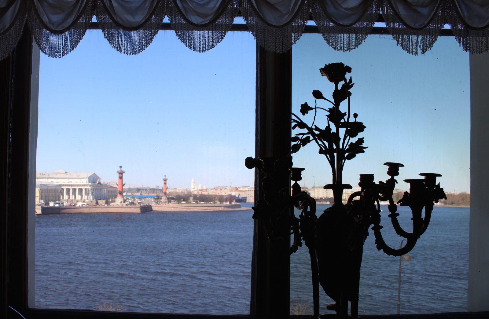 Saint Petersbourg musée Ermitage vue sur la Neva