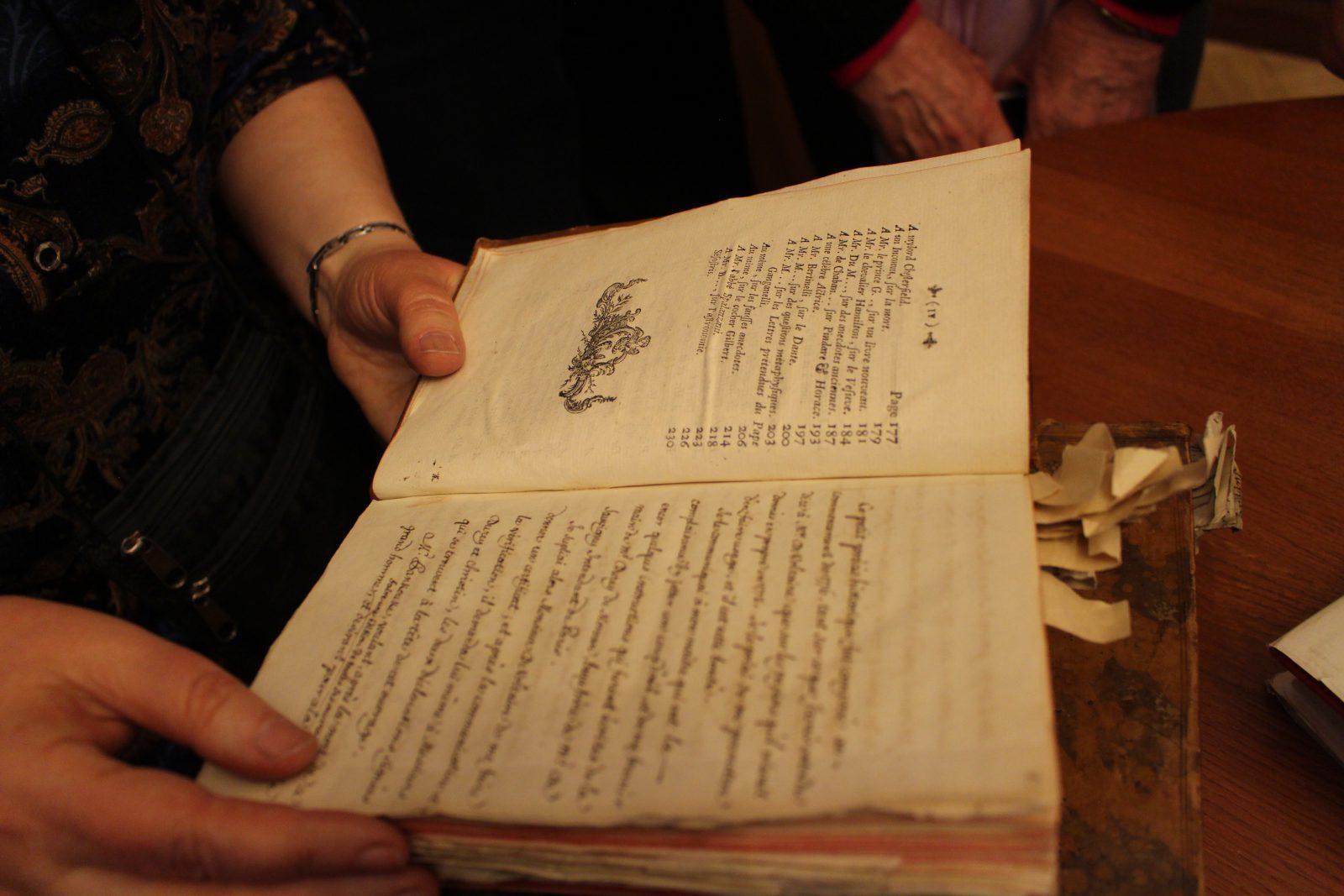 Saint-petersbourg Bibliothèque de Voltaire détail d'un livre