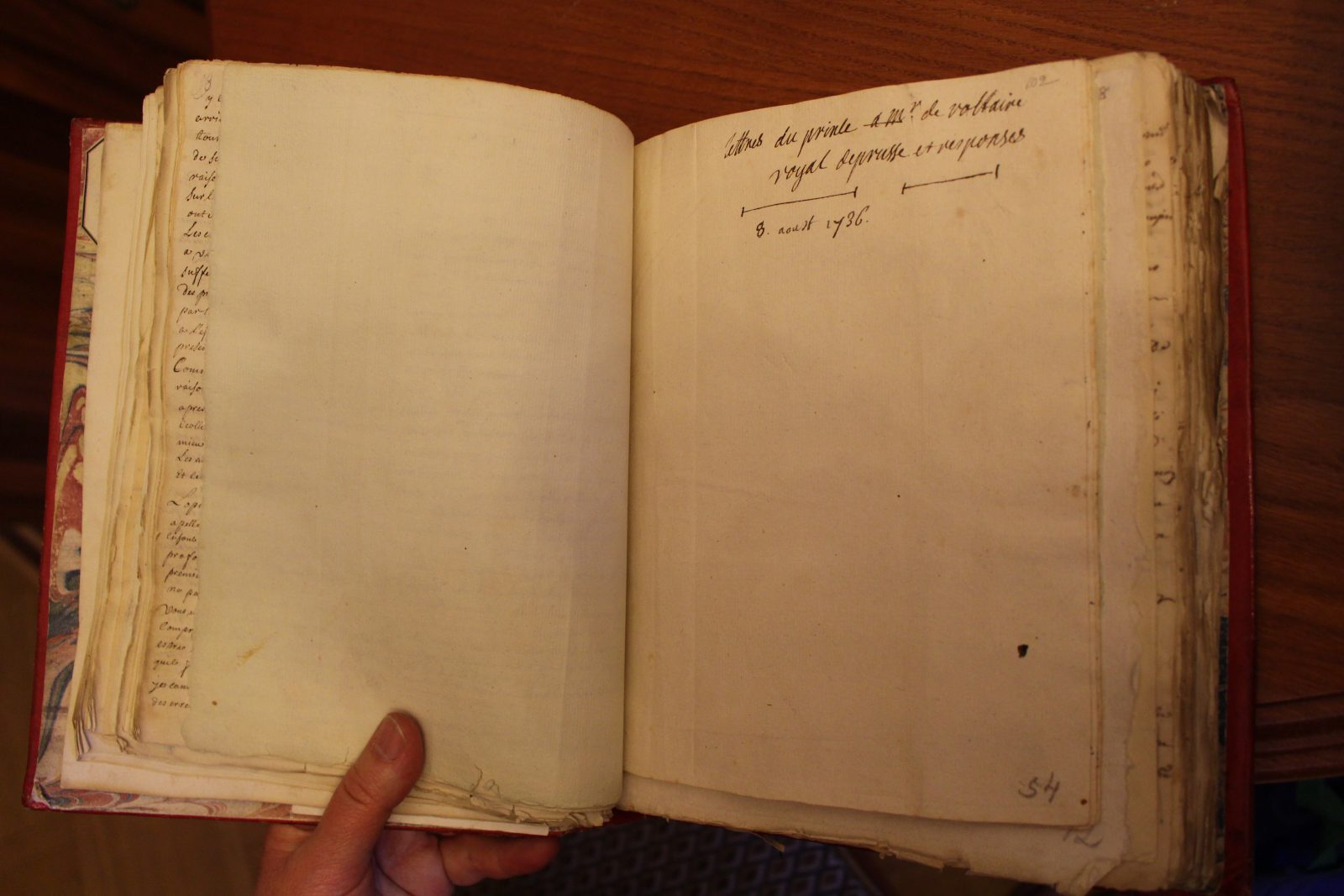 Saint-petersbourg Bibliothèque de Voltaire écriture de Voltaire