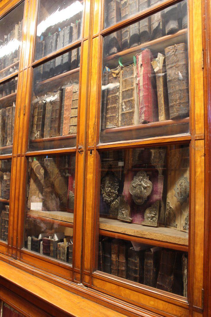 Saint-petersbourg Bibliothèque Voltaire armoire ancienne