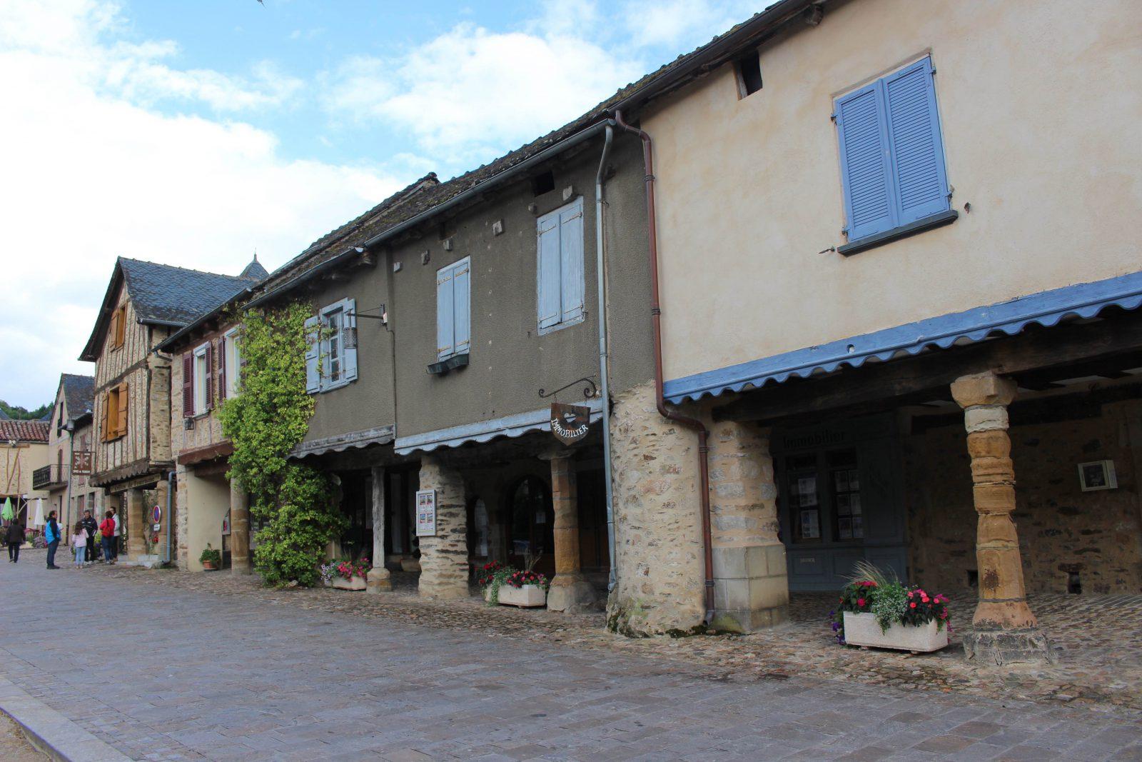 Najac, aveyron, maisons près office du tourisme