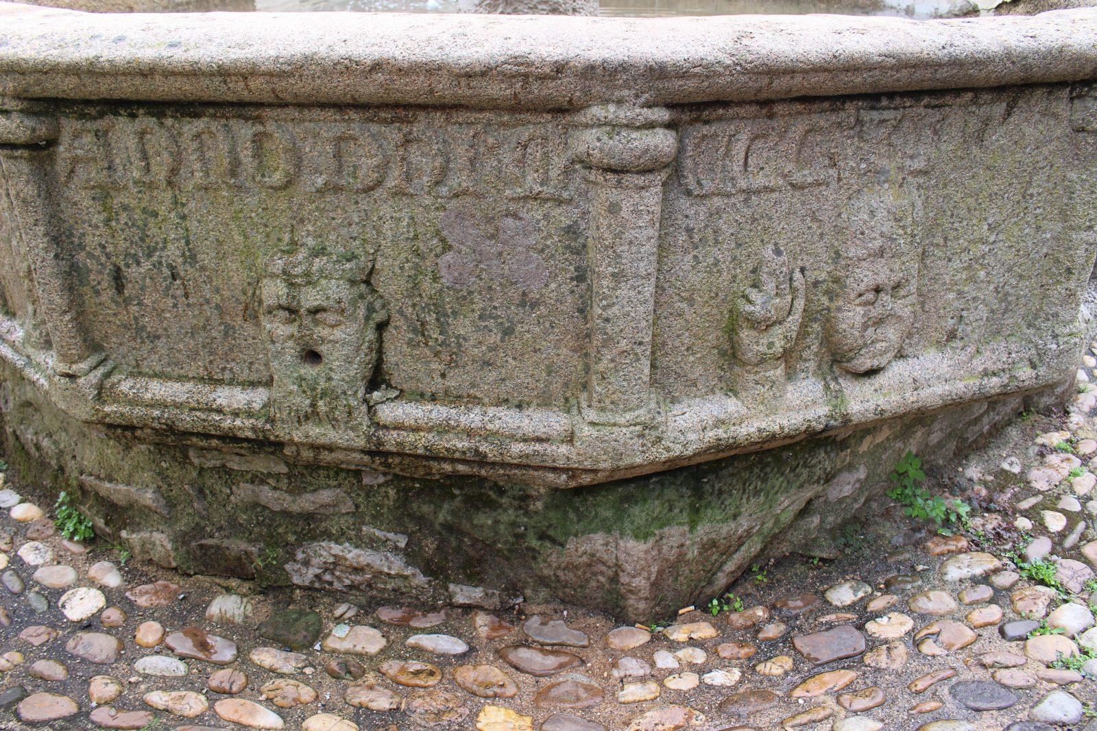 Najac, Aveyron, fontaine des consuls