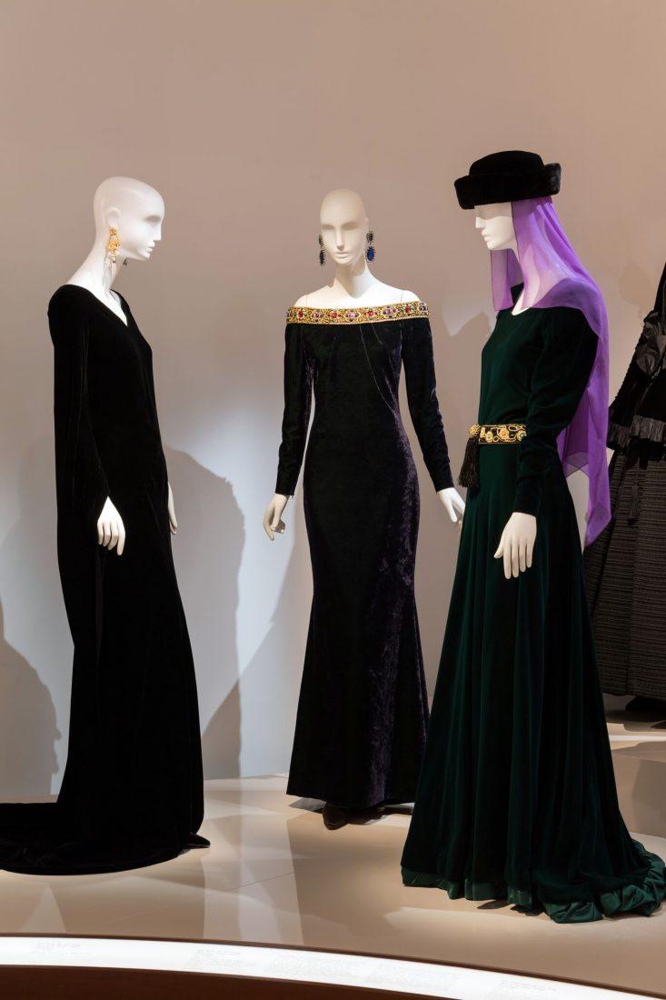 Musée Yves Saint Laurent Paris Robes médiévales / Luc Castel