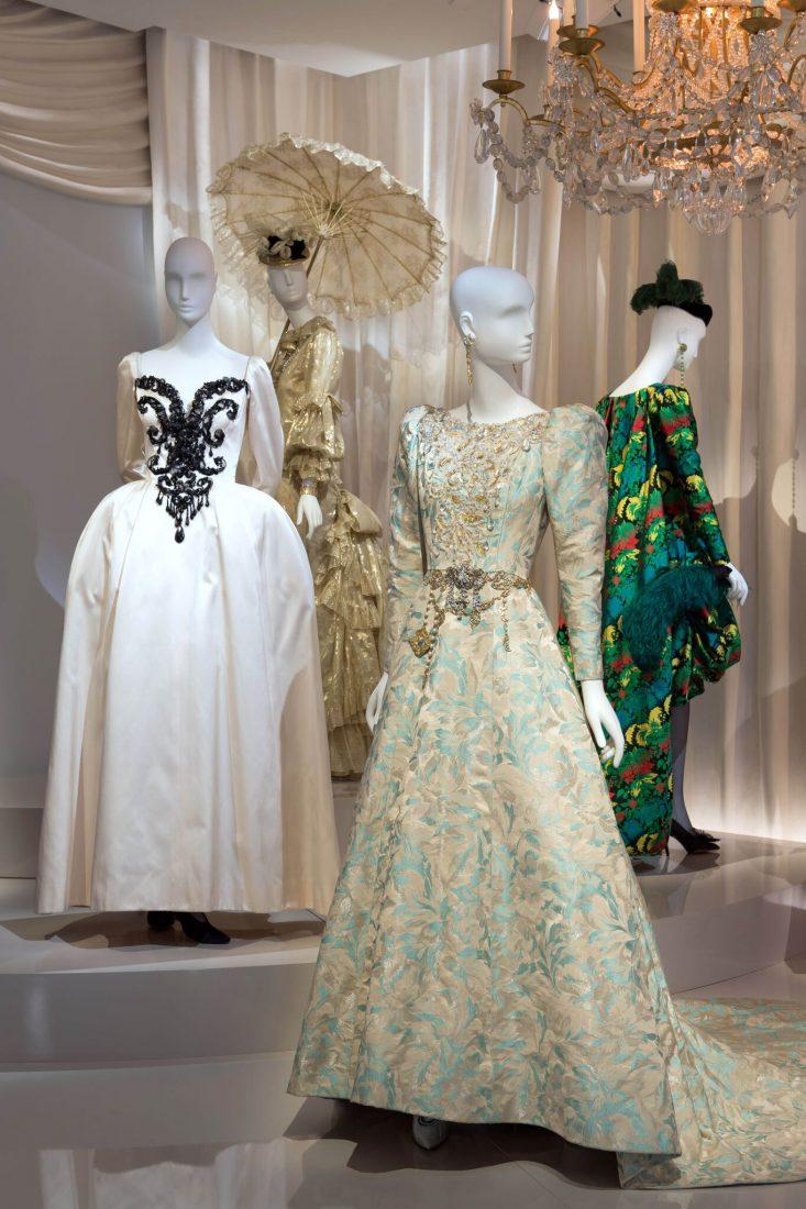 Musée Yves Saint Laurent Paris Robes du soir / Luc Castel