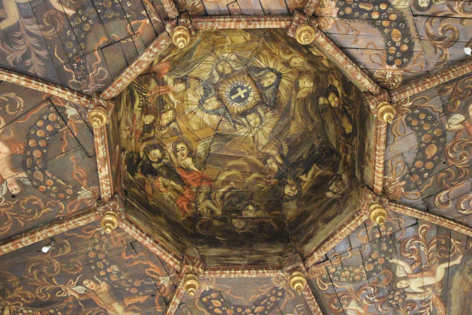 Villefranche de Rouergue Chapelle des Pénitents Noirs le plafond peint