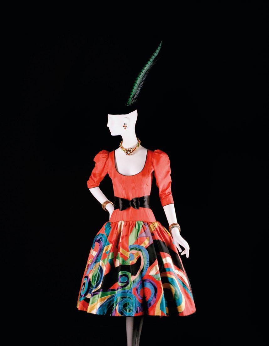 Musée Yves Saint Laurent Paris Robe colorée / Luc Castel