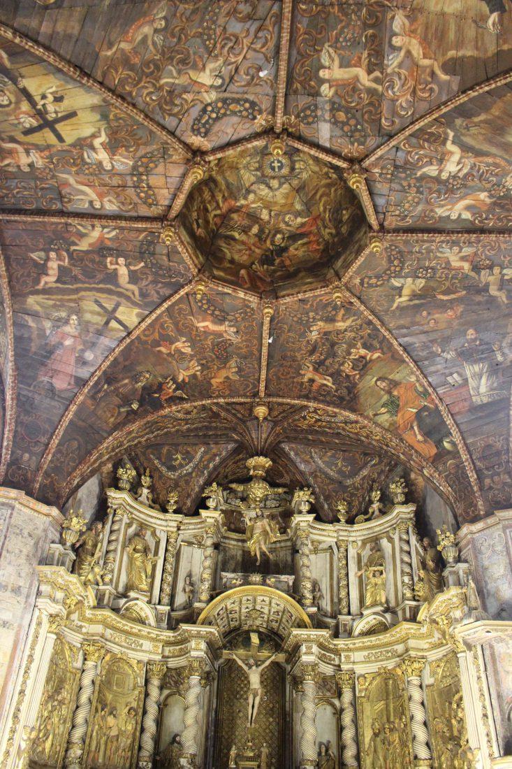 Villefranche de Rouergue Chapelle des Pénitents Noirs Plafond et retable