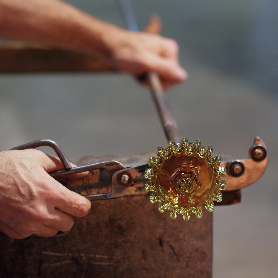 Meisenthal Fabrication de la boule ROTOR dans l'atelier du Ciav_design Agence GG