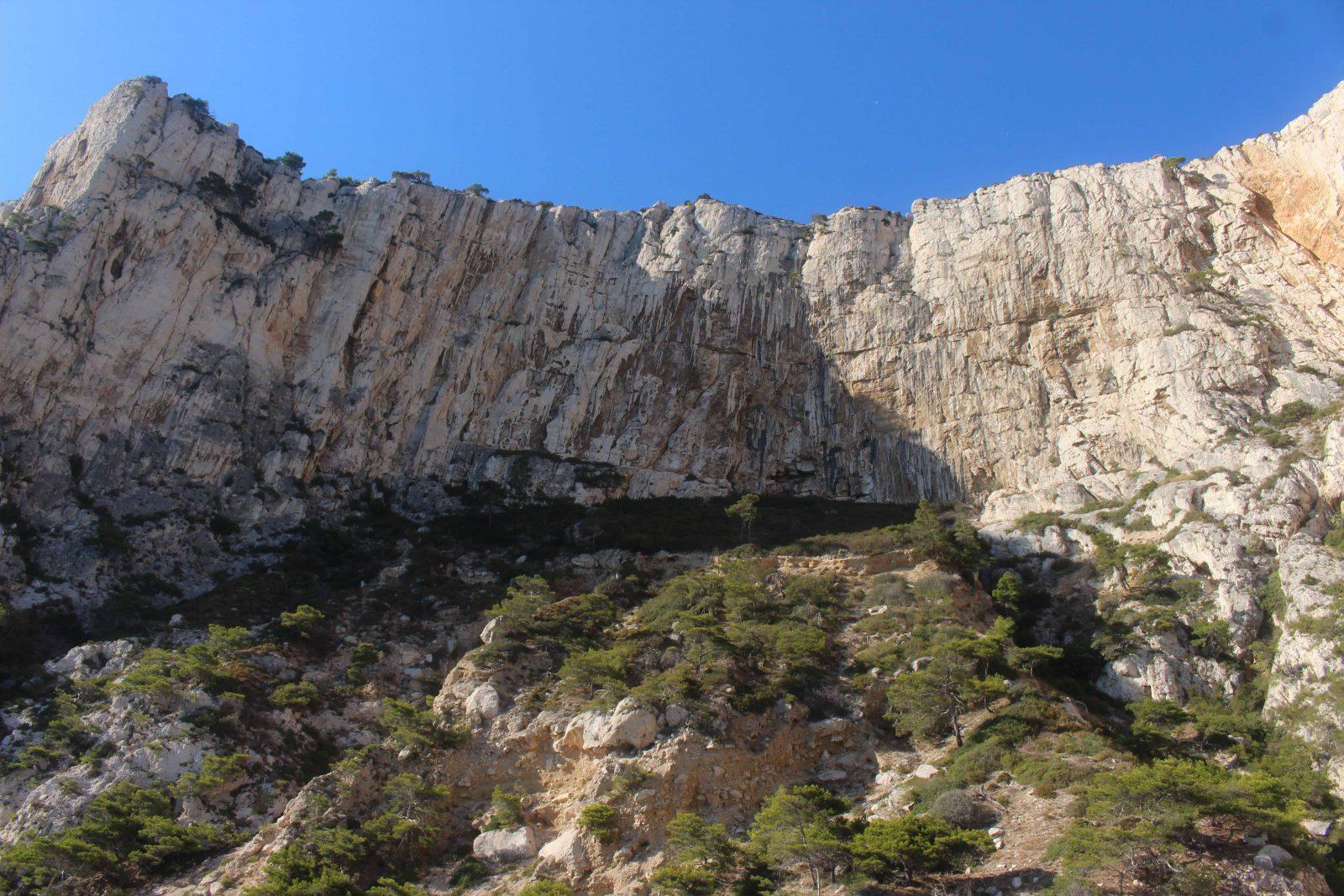Les hautes falaises des calanques de Cassis