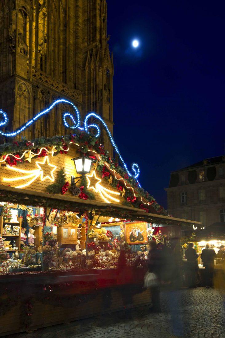 strasbourg au pied de la cathédrale marché de Noël