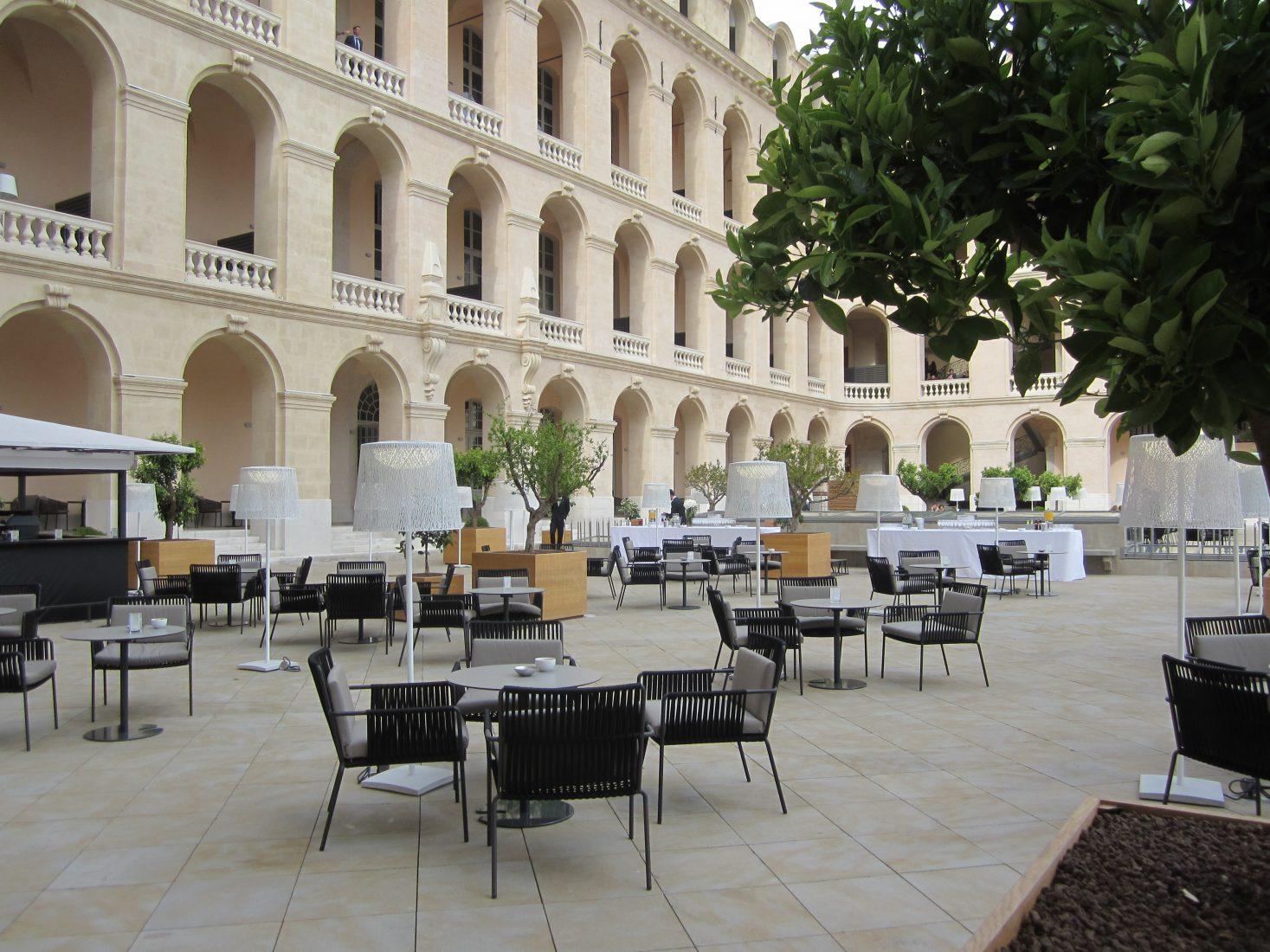Marseille terrasse de l 'Hôtel-Dieu