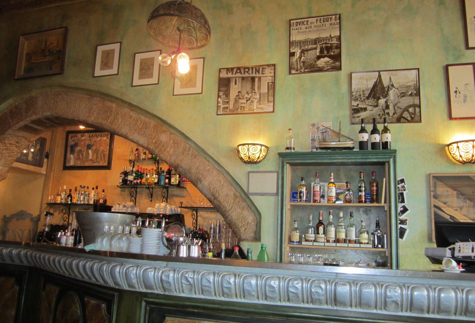 Marseille le bar du bar de la Marine