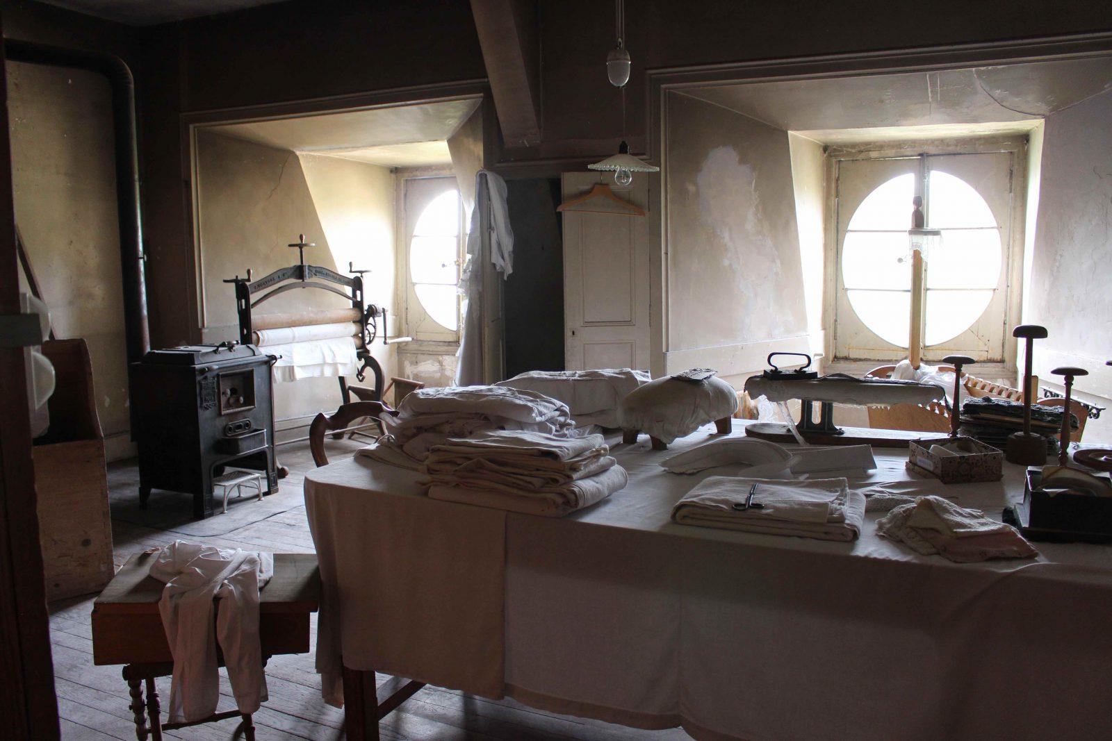 Château de Saint-Fargeau salle de repassage dans les combles