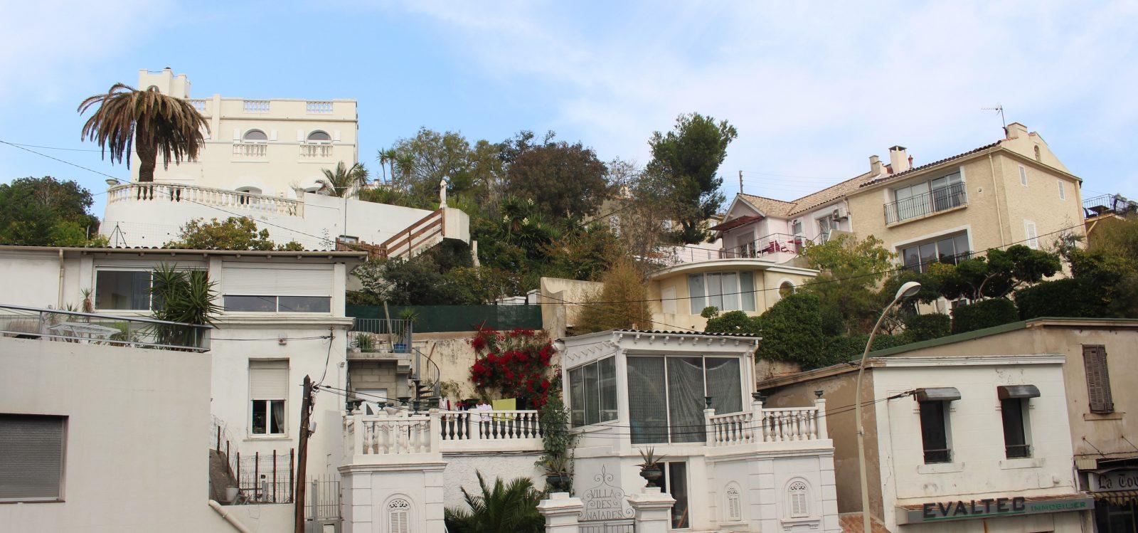 Marseille quartier dans la montée vers La Bonne Mère