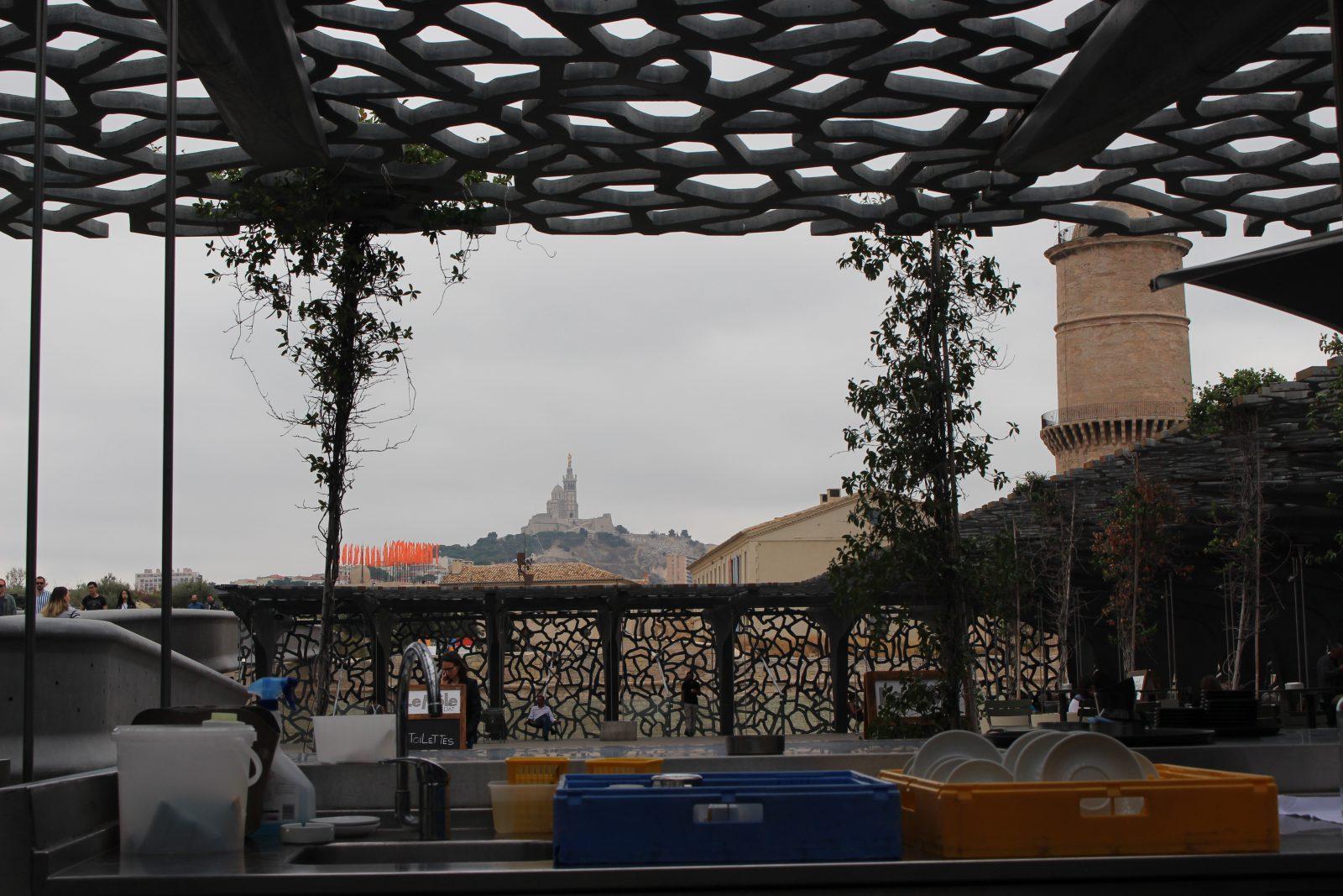 Marseille le MuCEM - vue sur la Bonne Mère