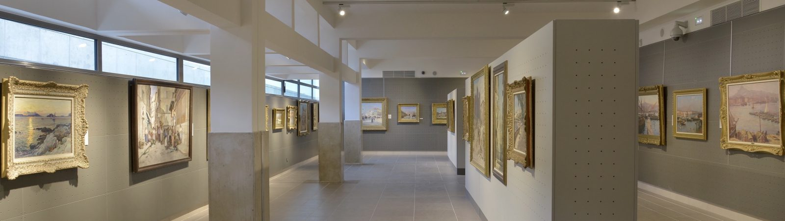 Salle Regards de Provence oeuvres sur Marseille © Jean Bernard