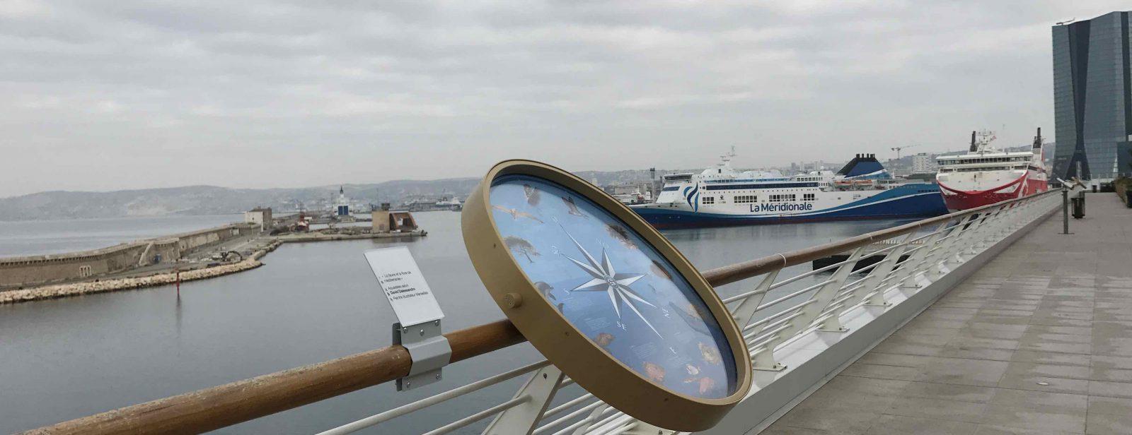 Marseille promenade sur Les terrasses du Port