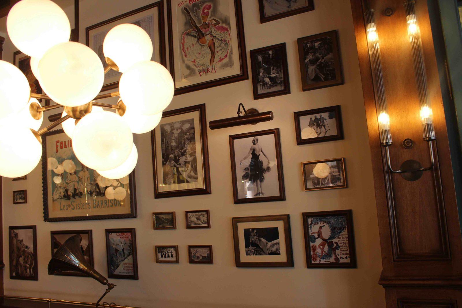 Chamonix restaurant Joséphine cadres au mur