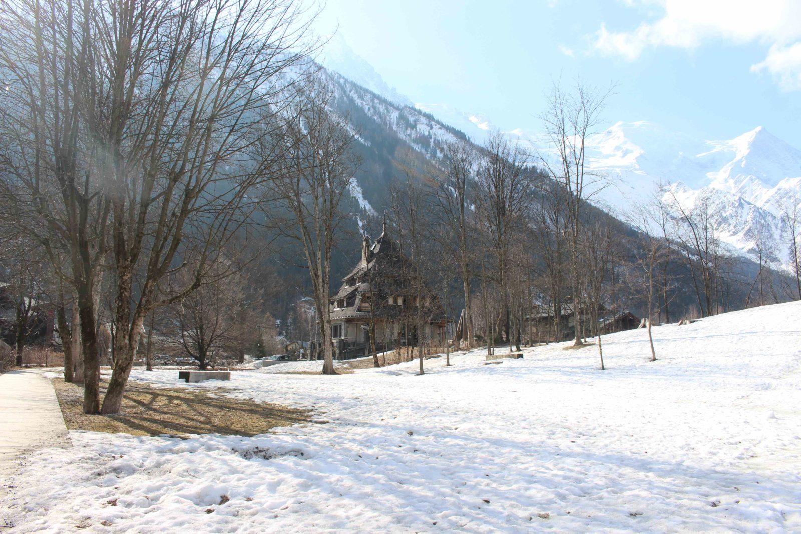 Chamonix maison des artistes et parc en hiver