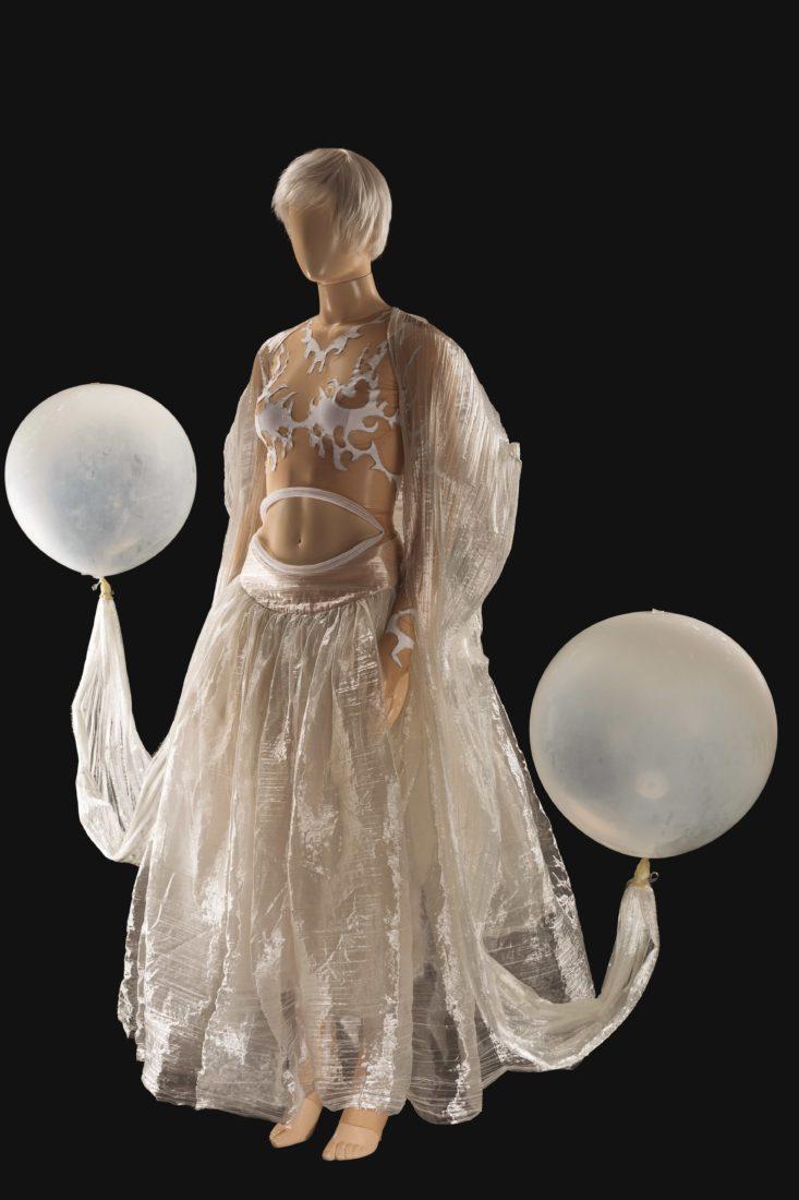 Costume de Philippe Guillotel pour le rôle de la Belle dans La Belle