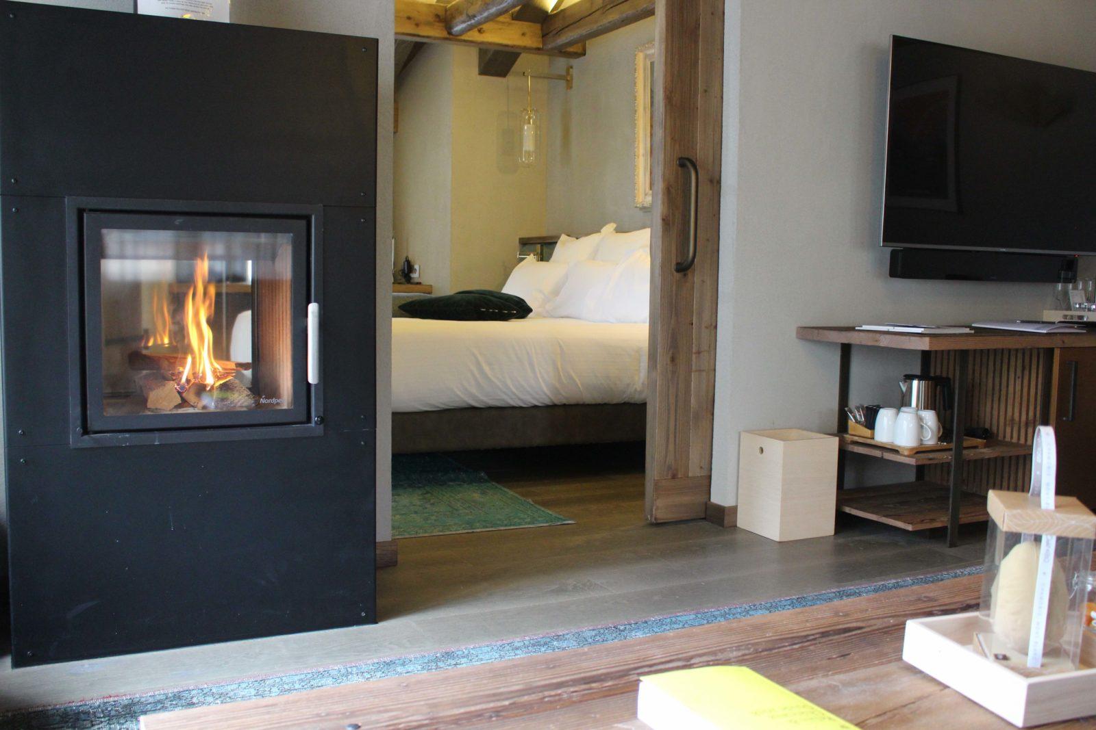 Chamonix Hôtel 5* Hameau Albert 1er suite Blaitière cheminée