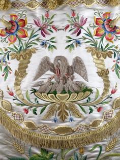 Le pélican : broderie d'or et de soie,Italie, 20e siècle
