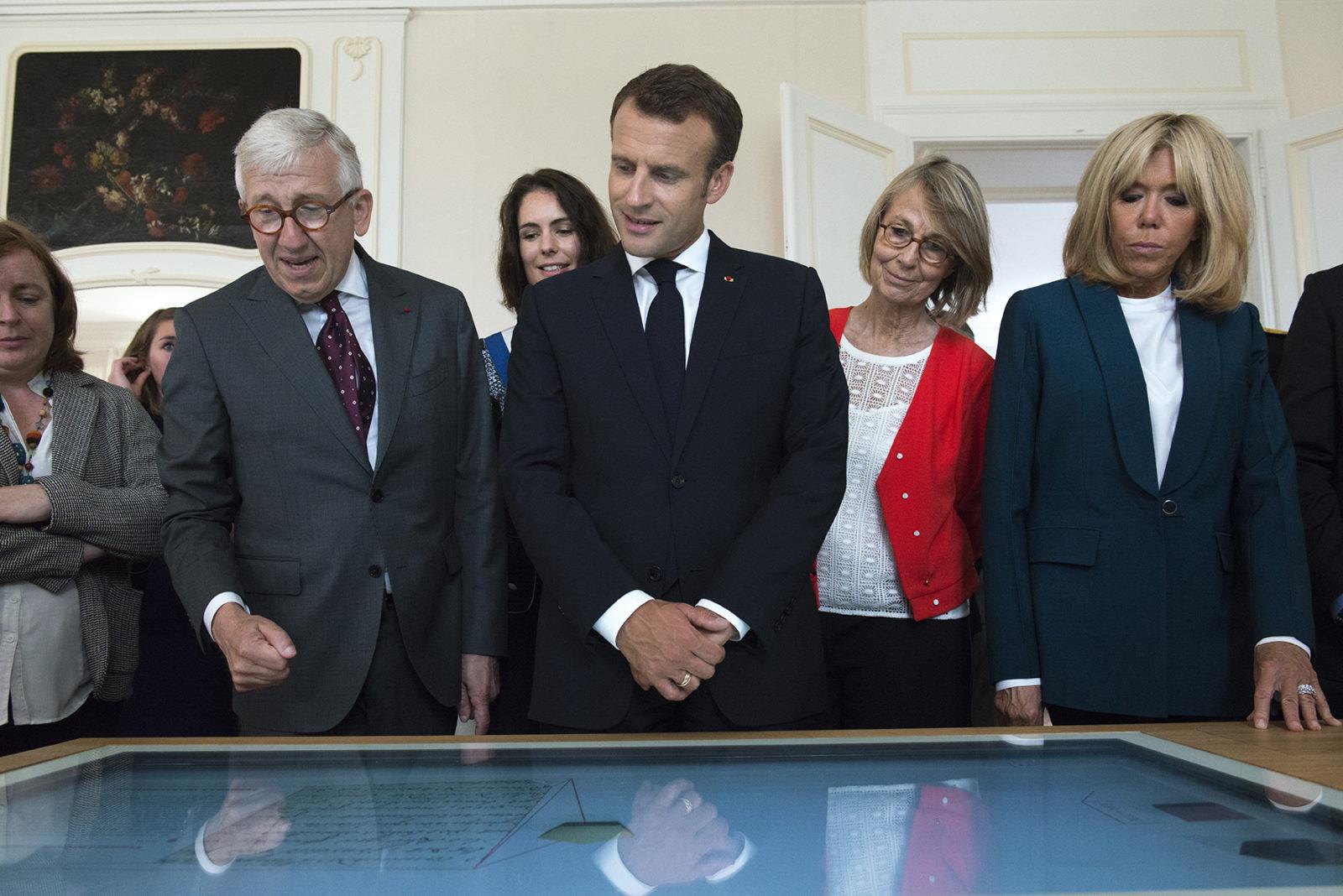 château de Ferney Voltaire visite intérieur du président Macron et Brigitte