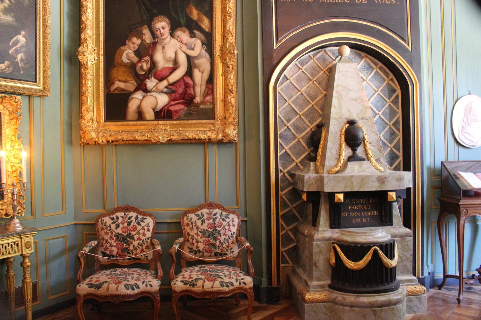 ferney Voltaire Le salon avec cénotaphe