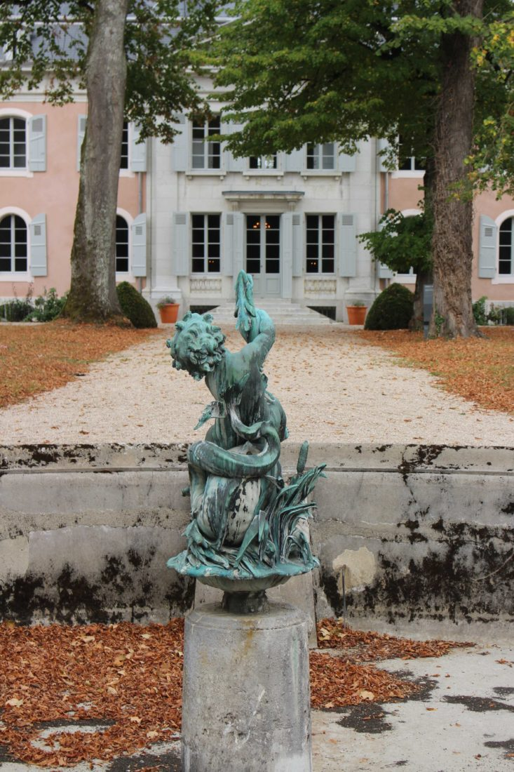ferney Voltaire Le château avec fontaine