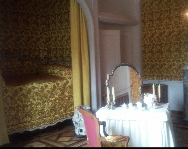 château de Ferney Voltaire lit en alcove