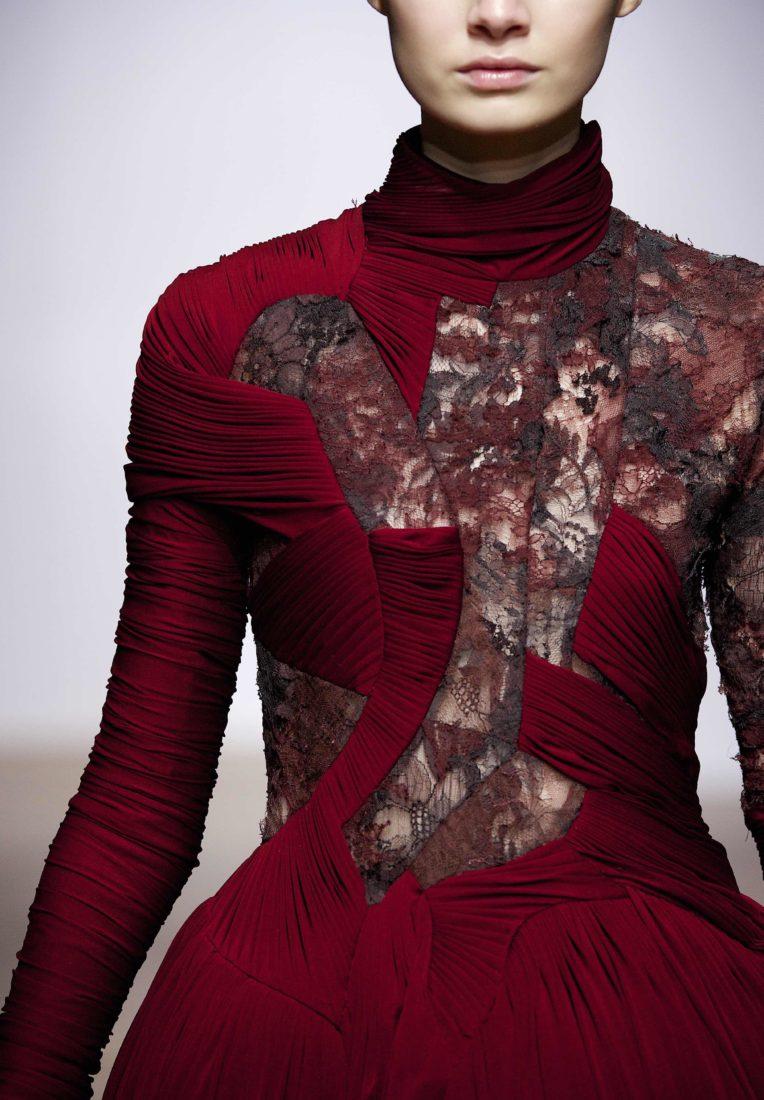 Exposition Haute Dentelle robe « Aphrodite » YIQING YIN