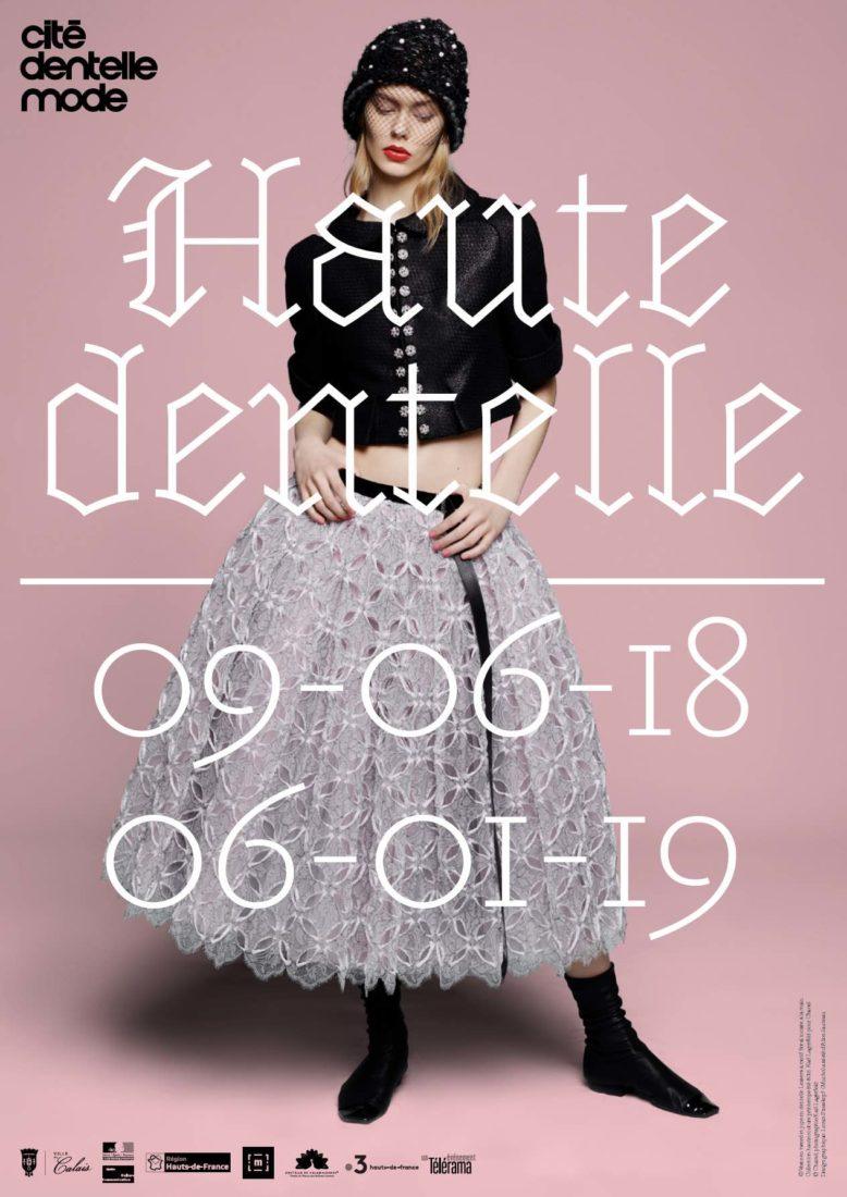 Exposition haute Dentelle détail robe CHANEL, photographie Karl Lagerfeld