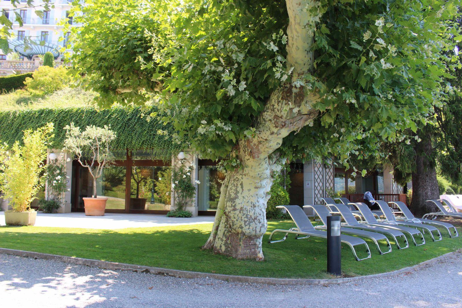 Le Palace de Menthon repos près de la piscine