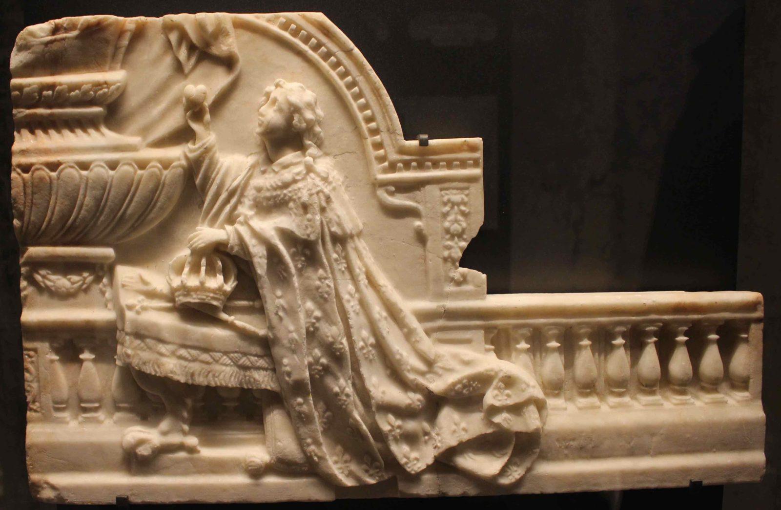 Boulogne-sur-Mer crypte Louis XIV offrant un coeur à Marie