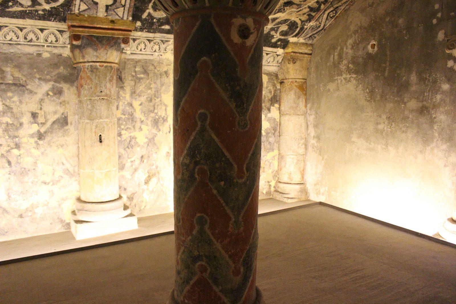 Boulogne-sur-Mer colonnes dans la crypte