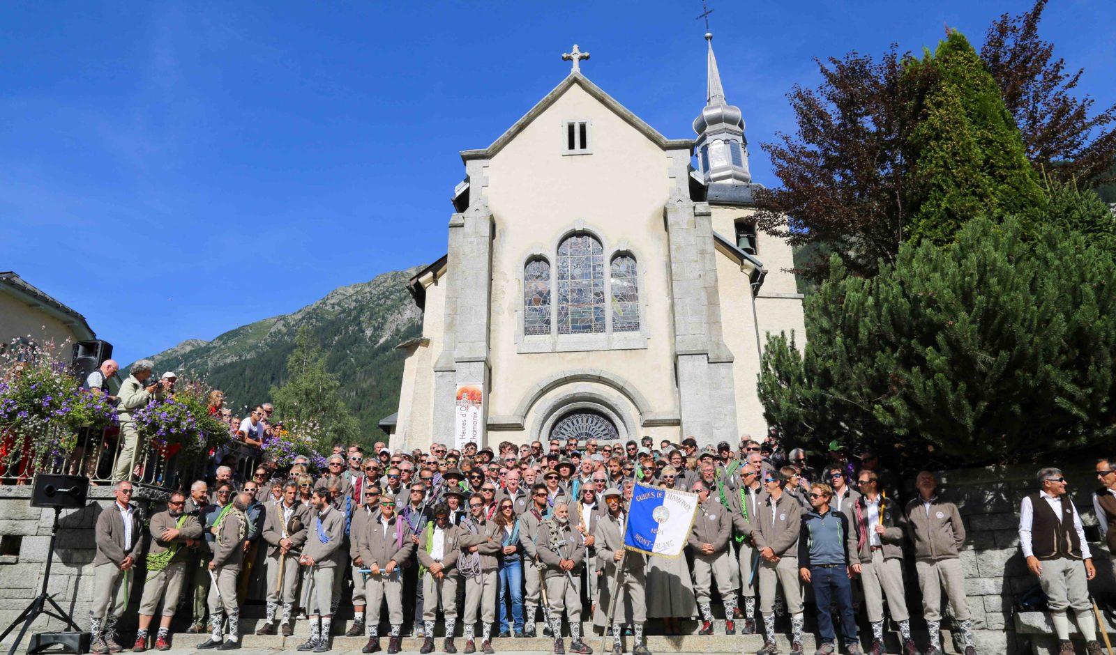 Fête des Guides à Chamonix Vue des guides devant l'église