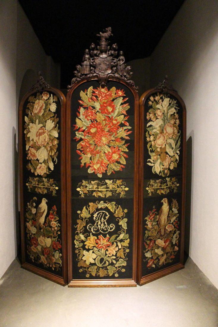 paravent brodé par Godefroy Sidler Musée Ariana